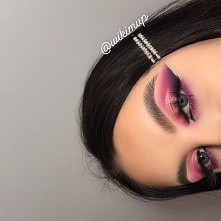 Follow for more : @wikimup  BROWS: @anastasiabeverlyhills pomade dark brown  @anastasiabeverlyhills dipbrow gel dark brown  EYES: @bperfectcosmetics  carnival xl pro @hudabeauty...