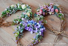 The handmade wreaths by Hor...