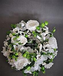 Biały wianek kwiatowy nadrz...