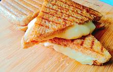 Grillowane kanapki z serem z opiekacza to kolejny pomysł na kanapki z opiekac...