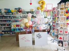 Bukiety balonowe, które wyskakują z pudełek niespodzianek to genialny pomysł ...