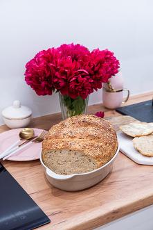 Chleb z garnka z prażoną ce...