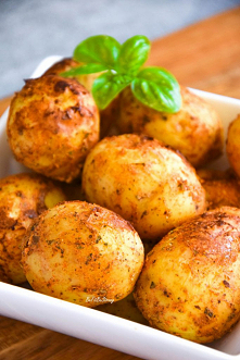 Jogurtowe ziemniaki pieczon...