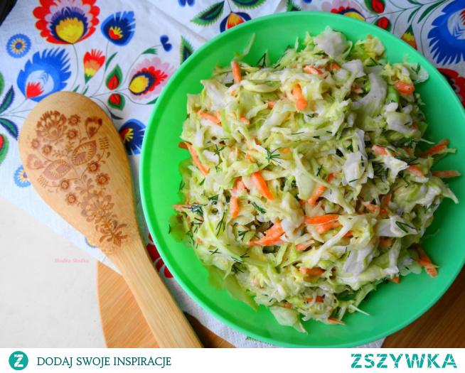 Surówka colesław. Pyszna, łatwa i szybka surówka z młodej kapusty. Idealny dodatek do obiadu, sekret tkwi w prostych składnikach, nic dodać nic ująć.