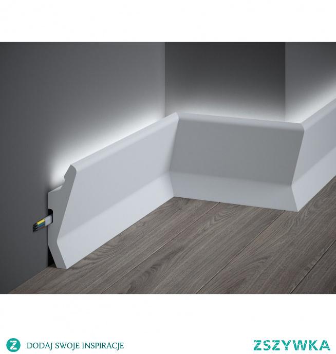 Nowoczesna gładka listwa podłogowa z funkcją zamontowania taśmy LED QL014 Mardom Decor. Listwa przypodłogowa o ciekawym kształcie i designie, która sprawdzi się we współczesnych trendach architektonicznych. Model listwy możemy montować także jako listwę ścienną. Tego typu sztukateria odmieni aranżowane wnętrze w stylowe i z charakterem. Odporna na wodę i wilgoć, nietoksyczna.