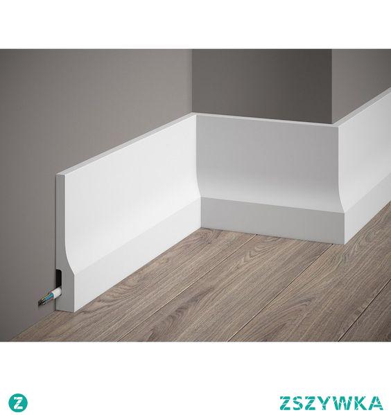 Biała listwa podłogowa QS010P Elite firmy Mardom Decor. Gładka listwa przypodłogowa z subtelnym załamaniem w dolnej części o pięknym satynowym połysku to idealne rozwiązanie do nowoczesnych wnętrz. Listwy podłogowe są łatwe w obróbce i montażu. Montaż polega na naniesieniu kleju montażowego Mardom Fix Pro na listwę i przyłożeniu do ściany. Sztukateria wytrzymała i wodoodporna.