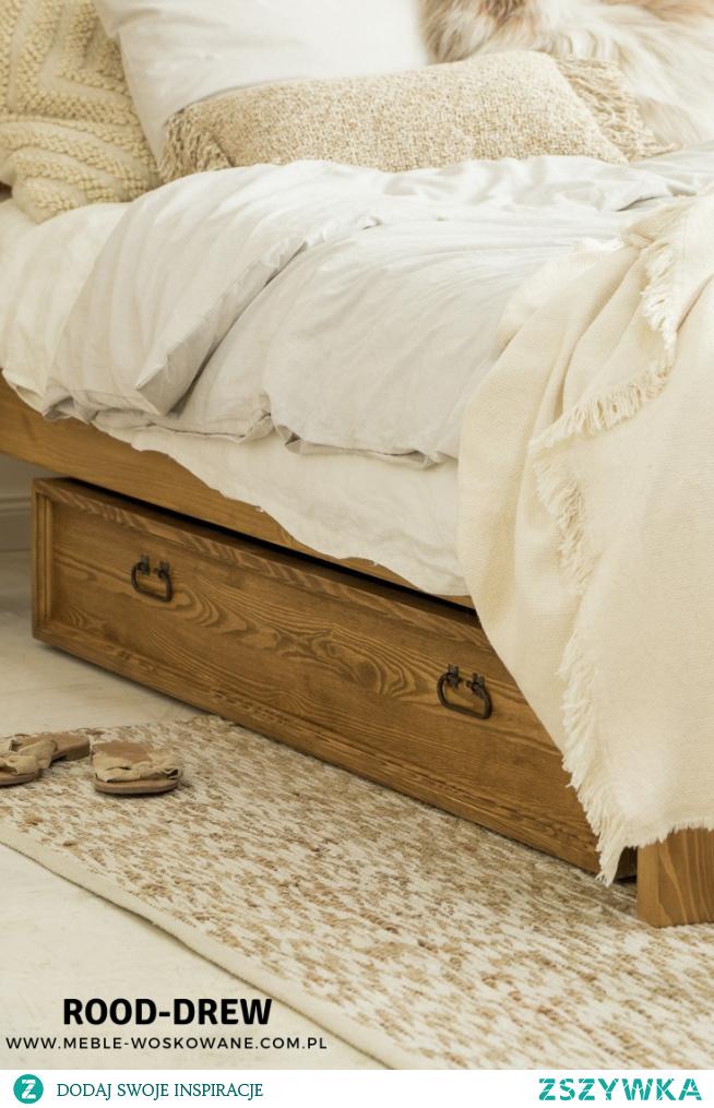 Sypialnia musi być wygodna i ciepła ! meble z litego drewna sosnowego, kołdra z puchu i dodatki ciepłe