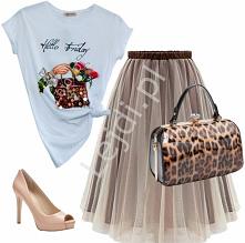 Tiulowa spódnica. Koszulka zdobiona cekinami, kwiatami 3D. Lakierowana torebka w cętki i beżowe buty Guess na szpilce. Połączenie idealne! lejdi.pl