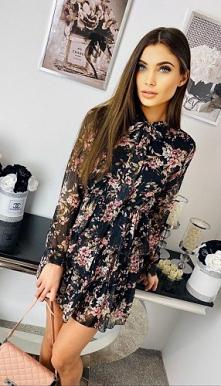 Sukienka z wiązaniem u szyi