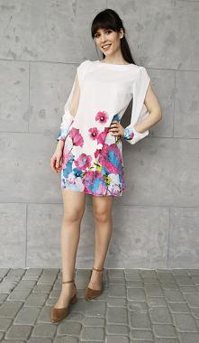 Biała Sukienka w Kwiatowy W...