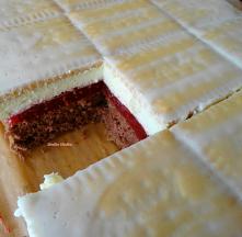 Ciasto z malinową wkładką.