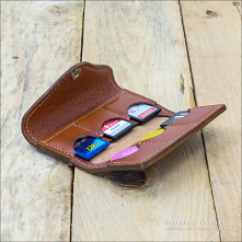 Skórzany futerał na karty SD