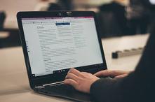 Jak zarabia bloger to bardzo często zadawane pytanie. W tym wpisie pokaże Wam jakimi sposobami się to robi. Zebrałem przydatne wskazówki, które ułatwią decyzję, która opcja jest...