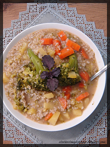 Zupa brokułowa z kaszą jęcz...
