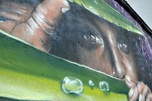 Mural autorstwa Sylwestra Łaskawskiego na jasielskim garażu. #mural #jaslo #sylwesterlaskawski