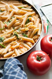 Makaron ze szpinakiem i kremowym sosem pomidorowym #a #s