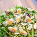#Sałatka z grillowanymi szparagami, jajkiem i orzechami FIT. #Przepis po kliknięciu w zdjęcie.