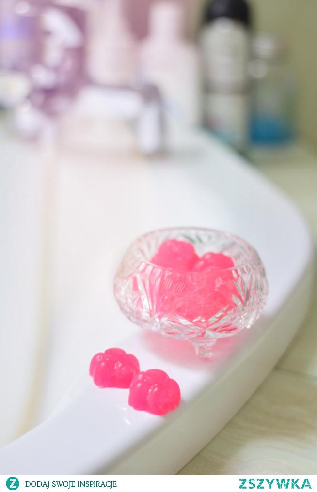 Jak przekonać dzieci do mycia rąk? Zrobić z nimi... żelki do mycia! Dobra zabawa gwarantowana :) Przepis po kliknięciu w link.