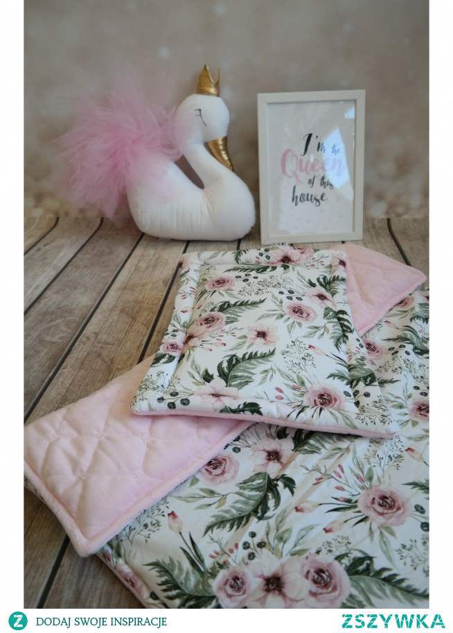 Kolorowa pościel dla niemowlaka w róże to pościel dwustronna, która sprawi, że pokój córeczki będzie wyglądał uroczo!