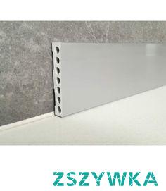 Wysoka gładka listwa przypodłogowa LPK5115 Dekorplanet z kolekcji Loft. Profil bez zdobień gładki o ostrym kącie, który pasuje do wnętrz modernistycznych, nowoczesnych czy współczesnych. Model Gładkiej wysokiej listwy przypodłogowej LPK5115 jest odporny na wodę i wilgoć. Kolor cokoła wykończeniowego to Aluminium 9006. Dostępne w sklepie są jeszcze trzy inne kolory.