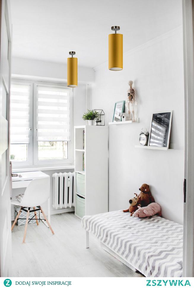 Plafon SALWADOR w pięknych pastelowych kolorach przeznaczony dla dziecięcego pokoju. To doskonałe jednopunktowe źródło światła - szczególnie zalecamy użycie kilku plafonów na suficie by dobrze doświetlić pokój maluszka. Dzięki wielu opcjom kolorystycznym możemy dowolnie skompletować całe oświetlenie tworząc w pokoiku niezapomniany klimat. Każda nasza lampa tworzona jest z największą precyzją oraz z bezpiecznych materiałów - w końcu mały klient, to najbardziej wymagający klient.  Do wyboru mamy kilkanaście kolorów abażurów (biały, ecru, jasny szary (gołębi), miętowy, musztardowy, jasny różowy, jasny fioletowy, beżowy, szary stalowy, czerwony, niebieski, fioletowy, zieleń butelkowa, granatowy, grafitowy, brązowy, czarny oraz szary melanż (tzw. beton)) jak i 5 kolorów stelaży (biały, czarny chrom, stal szczotkowana, stare złoto).