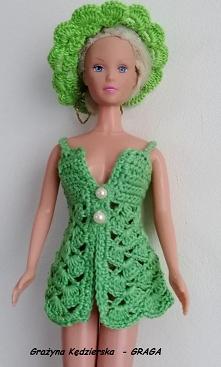 Zielona sukieneczka z kapeluszem- Maj 2020r.