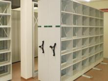 W ofercie reg met znajdują się nie tylko regały ale także metalowe szafki narzędziowe i inne meble warszatowe.