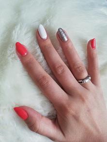 #nails #hybridnails #homemade #neonail #neonailteam #coral #white #silver #hand #womanshand