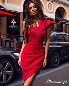 Czerwona, asymetryczna suki...