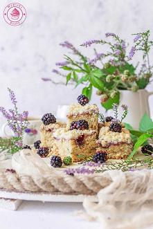 Ciasto cukiniowe z jeżynami...