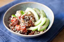 Sałatka ryżowa z sardynkami i avocado
