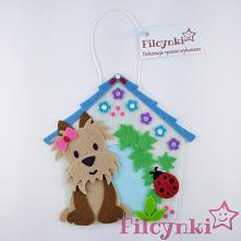 Pomysł na prezent: dekoracyjna zawieszka z filcu. Wymiary ok. 10 cm x 9,5 cm.