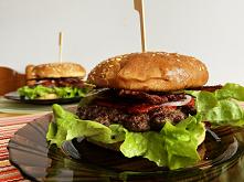 Zaletą domowych burgerów je...