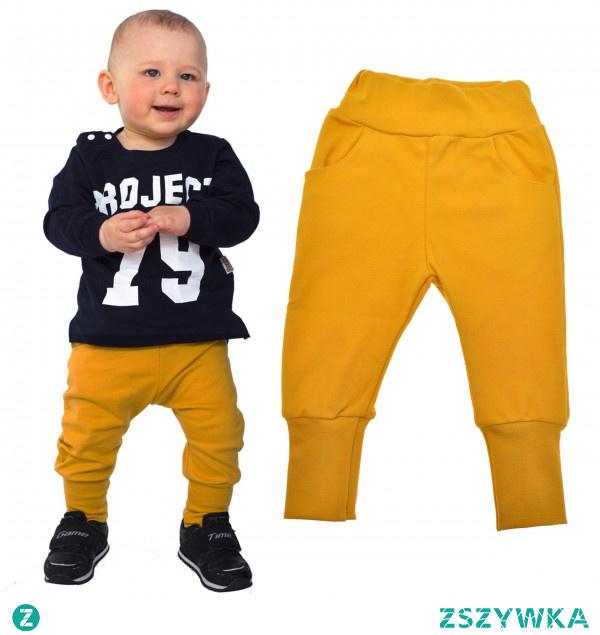 Musztardowe dresy chłopięce  z wygodną gumką w pasie, która nie uciska małego brzuszka. Sprawdź również inne, dostępne kolory!