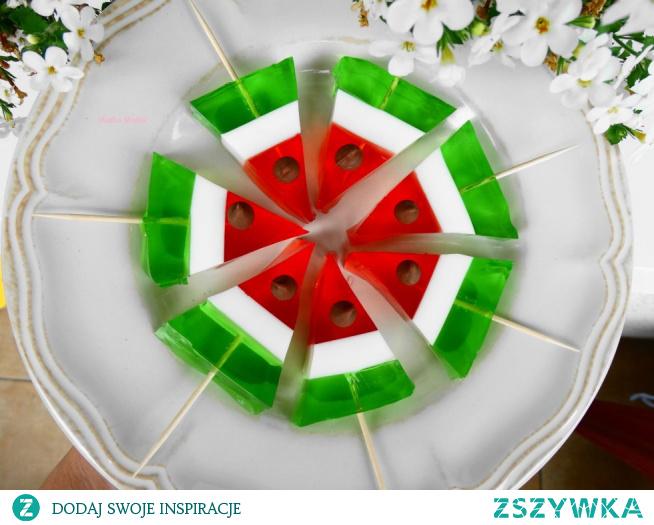 Arbuz z galaretki – deser dla dzieci.