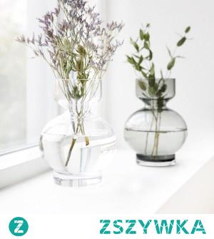 Szklane wazony pięknie zaprezentują się w mieszkaniu skandynawskim ale także minimalistycznym czy loftowym. Wybierz kształt dla siebie z naszego katalogu online.