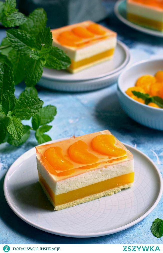 Biszkopt z musem pomarańczowym i cytrynową pianką