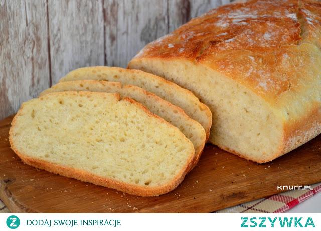 Chleb pięknie wyrasta, jest pyszny i miękki z lekko chrupiącą skórką. Z tego prostego przepisu korzystam na okrągło.