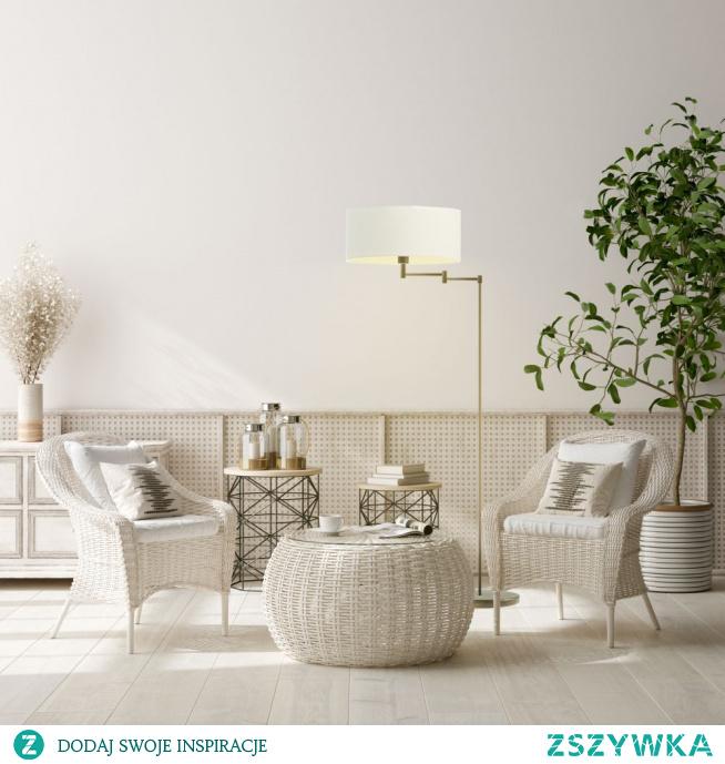 Lampa Podłogowa CANCUN to niezwykle elegancka i zarazem praktyczna lampa, która zainteresuje osoby, poszukujące do swojego wnętrza oryginalnych dodatków. Ramię lampy oparte jest na przegubie, dzięki któremu można regulować jego rozpiętość i kąt padania światła. Idealnie wpisze się w nowoczesne aranżacje salonu, sypialni czy stanie się efektownym dodatkiem hotelowego wnętrza. Dodatkowym atutem jest włącznik nożny ułatwiający komfort użytkowania. Wysokość lampy wynosi 155 cm. Najwyższa jakość materiałów sprawia, że Cancun to wybór na długie lata. Abażur wykonany jest z najwyższej jakości holenderskiej tkaniny podklejanej folią PVC.  Do wyboru mamy kilkanaście kolorów abażurów (biały, ecru, jasny szary (gołębi), miętowy, musztardowy, jasny różowy, jasny fioletowy, beżowy, szary stalowy, czerwony, niebieski, fioletowy, zieleń butelkowa, granatowy, grafitowy, brązowy, czarny oraz szary melanż (tzw. beton)) jak i 6 kolorów stelaży (biały, srebrny, czarny (w standardzie), chrom, stal szczotkowana, stare złoto (dodatkowo płatne).