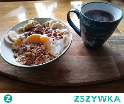 Dzisiaj leniwe śniadanie czyli owsianka pomarańczowo orzechowa i kawa. Przepis w linku.