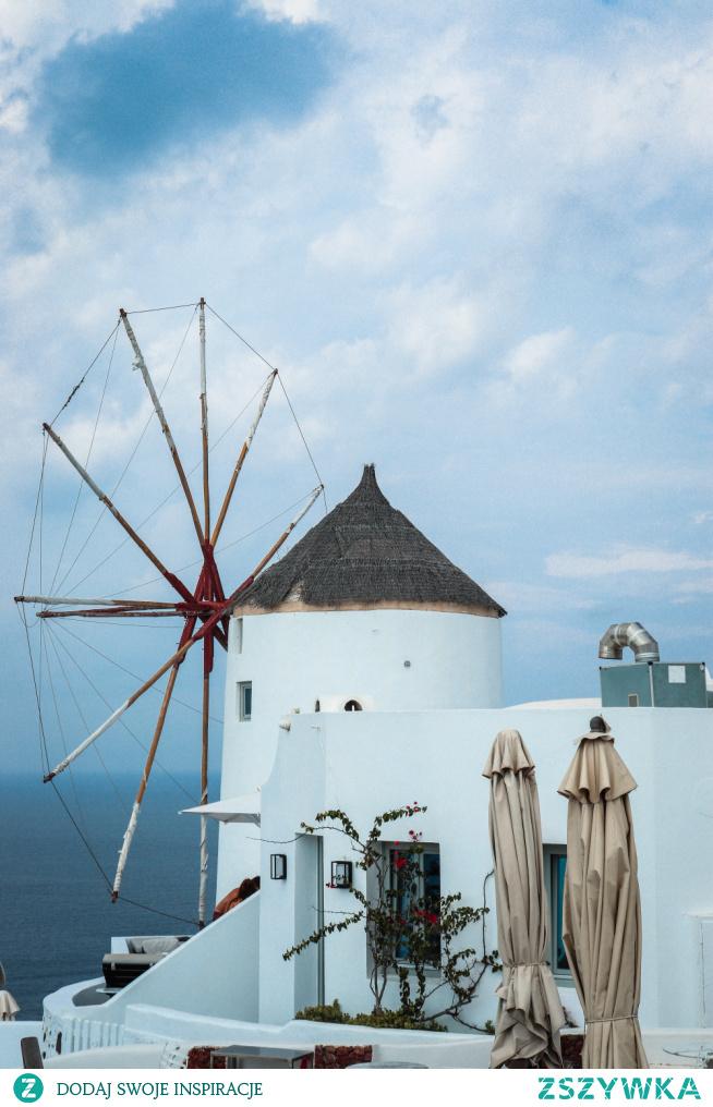 Przepiękne ale pochmurny Santorini. Cudowne widoki i romantyczny nastrój! zakochałam sie! . . instagram => @nieidentyczna  #wakacje #grecja #santorini