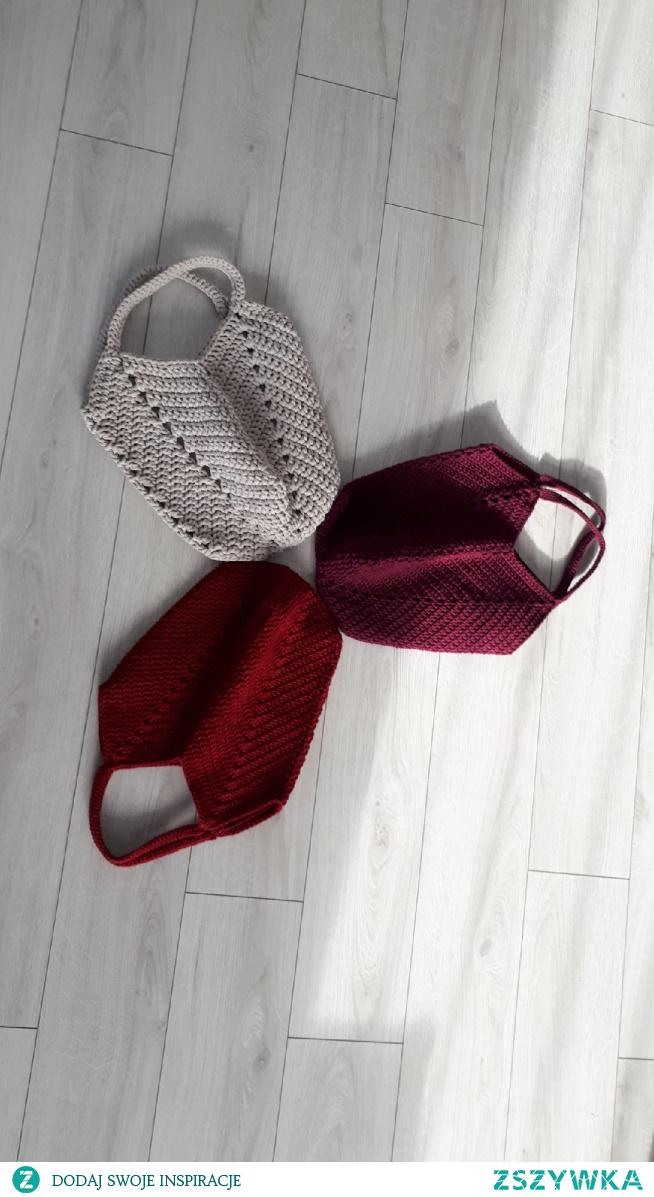 torebka tulipan wygodna, pojemna, piekna! po wiecej zapraszam na facebook: torebki szydelkowe monika bazarnik #torebki #prezent #dlaniej #naprezent #torebka #torebkadamska