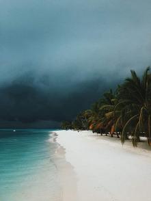 #Malediwy #plaża #burzowo
