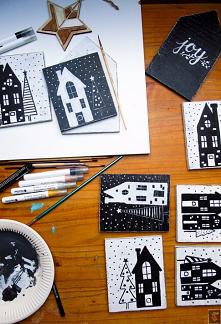 Świąteczna wioska DIY, czyli ręcznie malowana, bożonarodzeniowa dekoracja z motywem ulic, domków i choinek w prawdziwie zimowej scenerii.