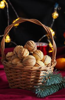 Ciasteczka orzeszki z nadzieniem. Orzechy mocno kojarzą się ze świętami. Myślę, że te ciasteczka orzeski na stałe zagoszczą w Państwa menu świątecznym. Kruche ciasteczka w formi...