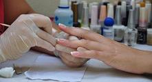 Zabiegi na pękające paznokcie