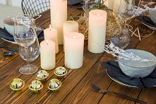 Meble rustykalne z litego drewna sosnowego w blasku świec. Stół woskowana z kolekcji Cauntry poddany procesowi strukturyzacji. Dostępny na stronie internetowej. #meblewoskowane ...