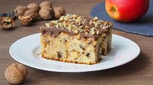 Ciasto z jabłkami i orzechami. Ciasto niezwykle łatwe. Jabłka w prostym wydaniu, pokrojone w kosteczkę i orzechy tworzą w cieście fajny duet. Ciasto do zrobienia, którego nie po...
