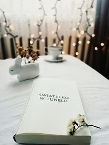 """Czytaliście już """"Światełko w tunelu""""? Zapraszamy na naszą nową recenzje na Instagram sisters_as_books"""