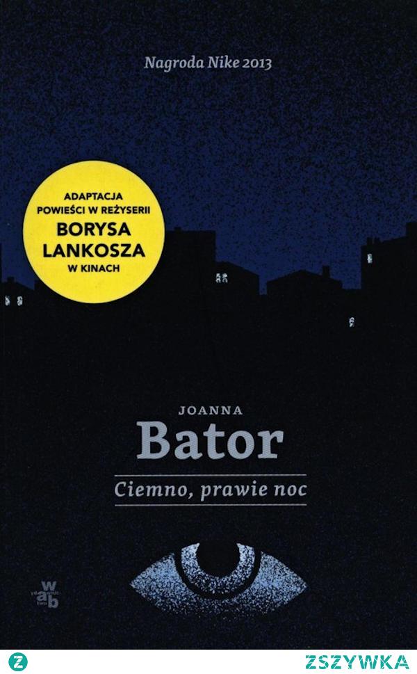 """Książka """"Ciemno, prawie noc"""" Joanny Bator to opowieść o reporterce Alicji, zwanej """"Pancernikiem"""" z racji swego mocnego charakteru, która po 15 latach wraca do swego rodzinnego miasta, Wałbrzycha, aby napisać reportaż o trójce dzieci, które zaginęły w niewyjaśnionych okolicznościach. Lektura książki zaskoczyła mnie. Spodziewałam się jednej z wielu bardziej lub mniej udanych powieści kryminalnych. Dostałam jednak bardzo ambitną literaturę, w której zagadka związana z odkryciem tajemnicy zaginionych dzieci tak naprawdę jest tłem, przeplata się równolegle z opowieścią o odkrywaniu przeszłości najbliższej rodziny bohaterki, a także miasta i jego społeczeństwa oraz górującego nad okolicą Zamku Książ. Wszystko zaś napisane jest językiem naszpikowanym wieloma przemyślanymi zabiegami literackimi, świadczącymi o dojrzałości pisarskiej autorki."""